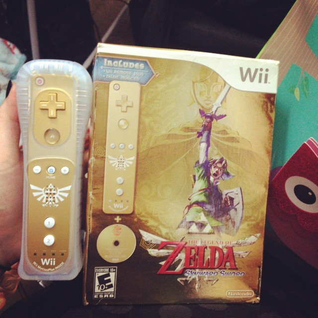 My mom got me this!!! IT HAS THE GOLDEN WII REMOTE!